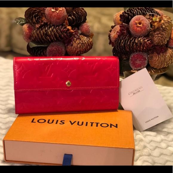 209caa112570 Louis Vuitton Handbags - Louis Vuitton Vernis Sarah Long Bifold - Dark Pink